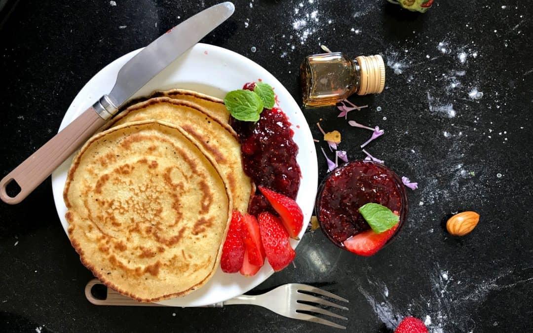 Low-Carb-Pancakes mit Erdbeeren